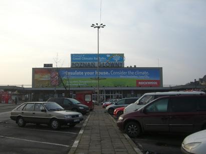COP14の開催を知らせる広告。ポズナニ中央駅にて (c)Masayoshi Iyoda
